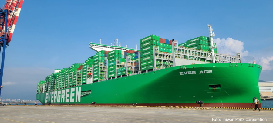 Ever-Ace-docked-in-Taipei-on-maiden-voyage---Taiwan-International-Ports